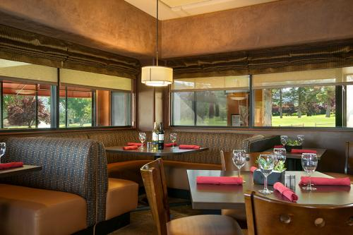 Redstone Grill, Oak Creek Country Club